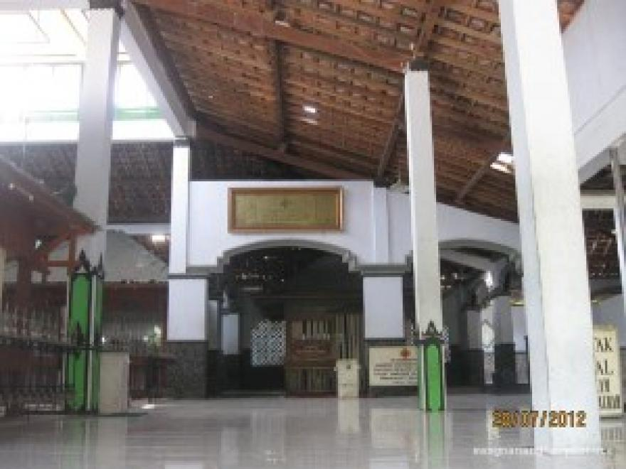 Image : Makam Kyai Raden Santri Gunung Pring
